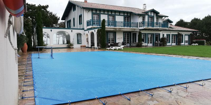 Bâche piscine sur-mesure Urrugne